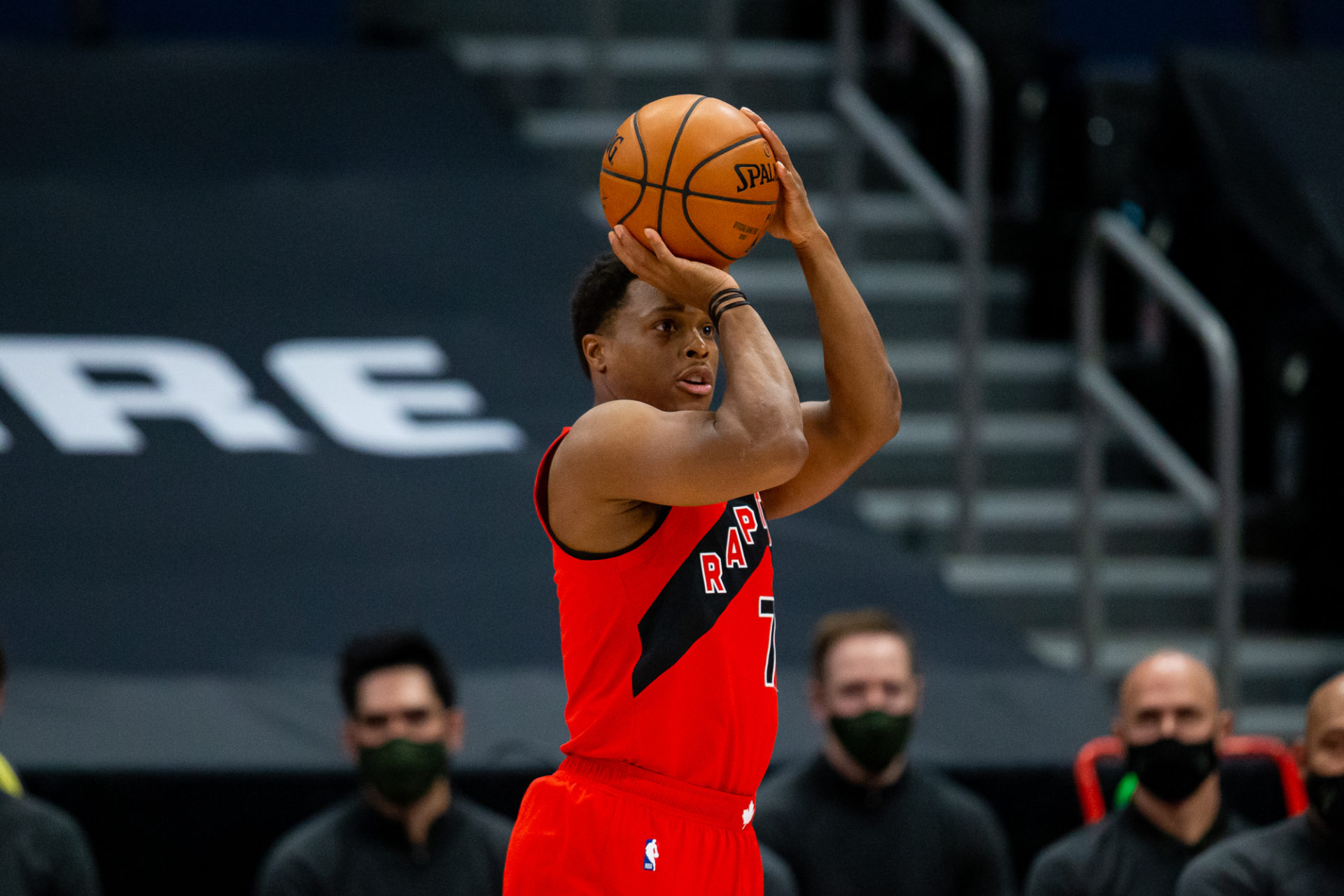 tin-don-lakers-muon-kyle-lowry-2
